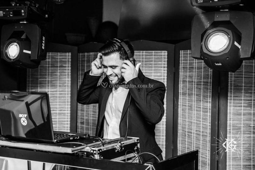 DJing by Wande