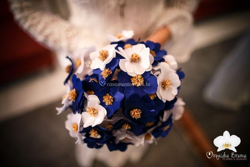 Buquê feito de flores de tecid