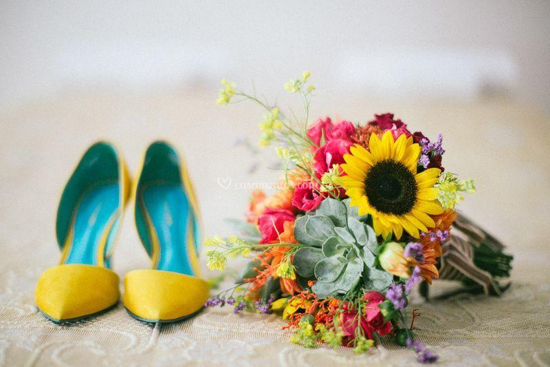 Sapato e buque lindo da noiva