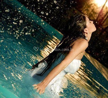 Namorada na piscina