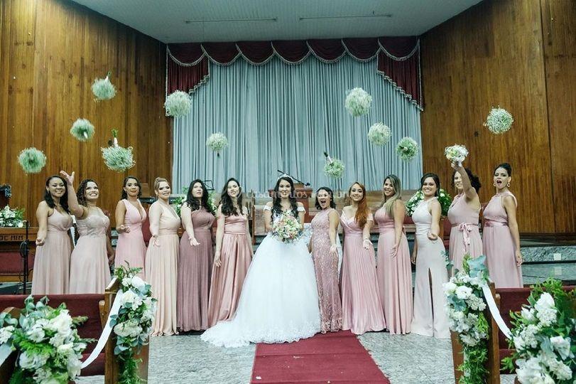 Buquê de noiva e madrinhas