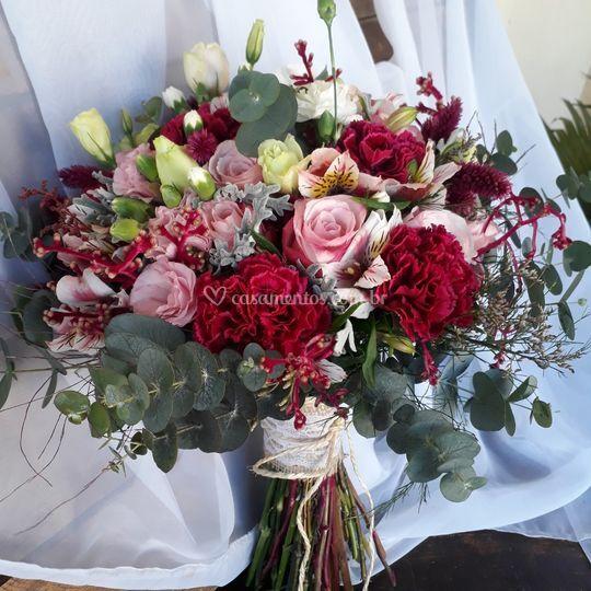 Buquê marsala com rose