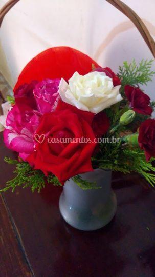 Arranjo de mesa de rosas