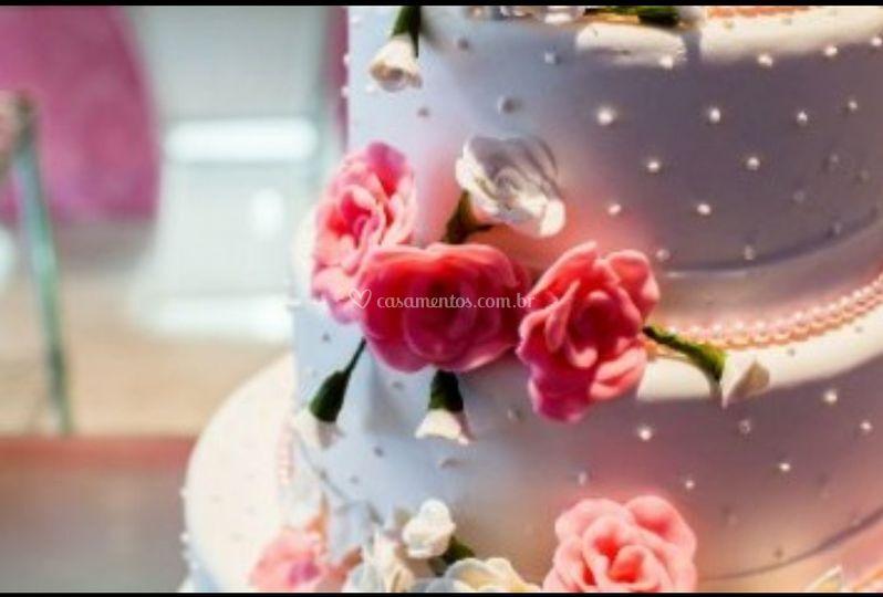 Detalhes do bolo de casamento.
