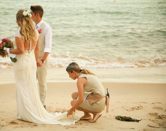 Arrumando o vestido da noiva