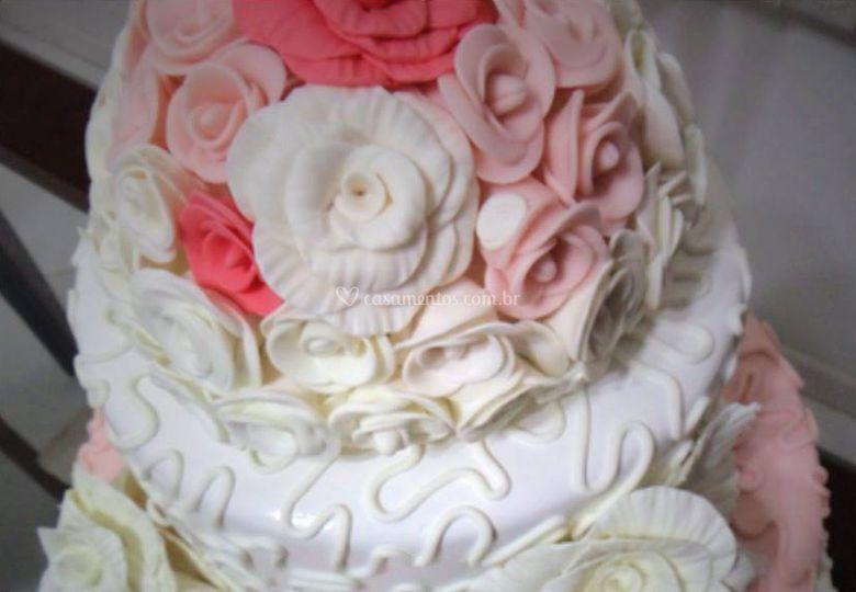 Detalhe do bolo em biscuit