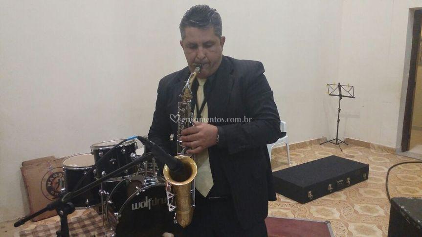 Saxofonista bruno alexandrino