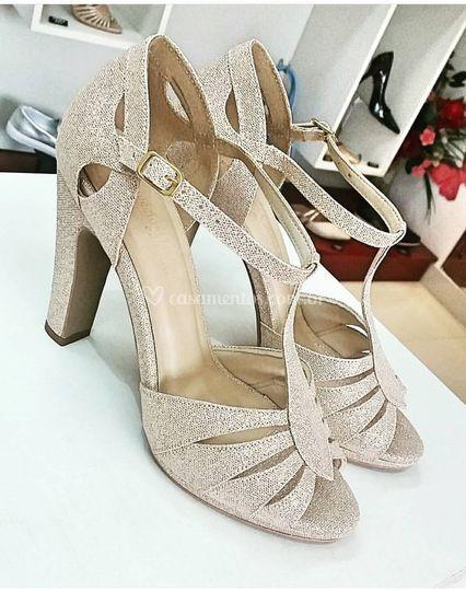 Sapato de festa gliter dourado