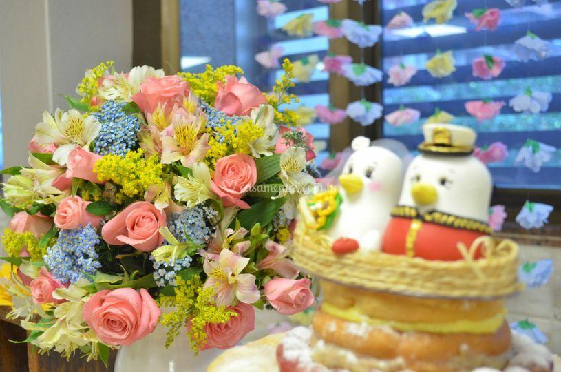 Floral rosa, azul e amarelo