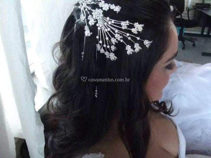 Penteado e lindos acessórios para os seus cabelos