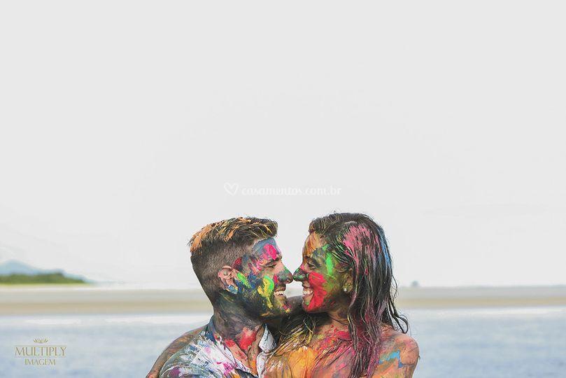 Pré-wedding colorido na praia