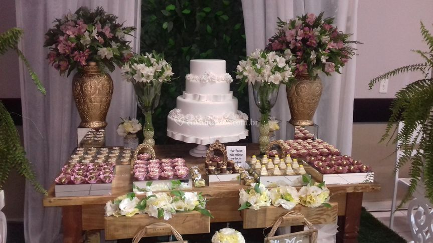 Mesa com doces finos