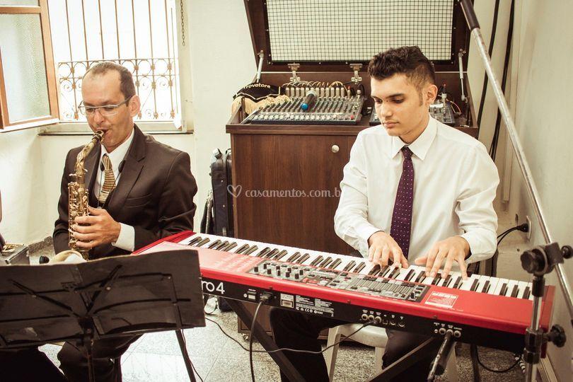 Dueto Teclado e Saxofone