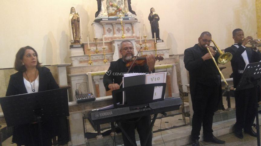 Dois cantores, trombone, tromp