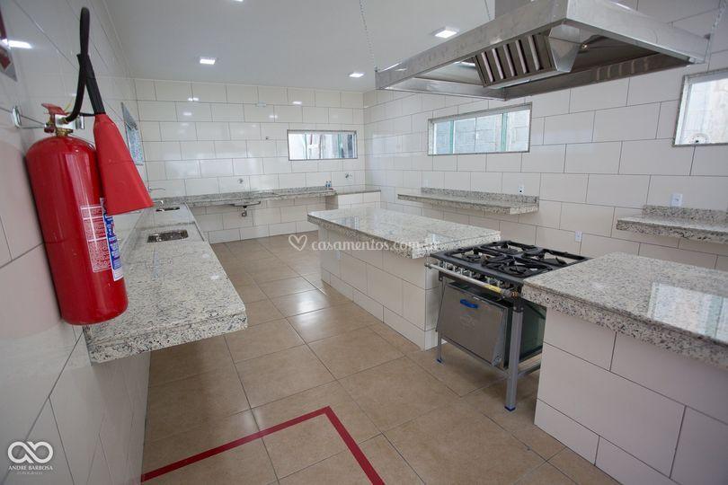 Cozinha ampla e estruturada