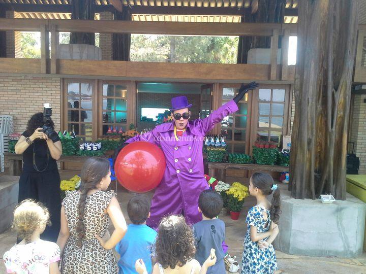 Show Clown!