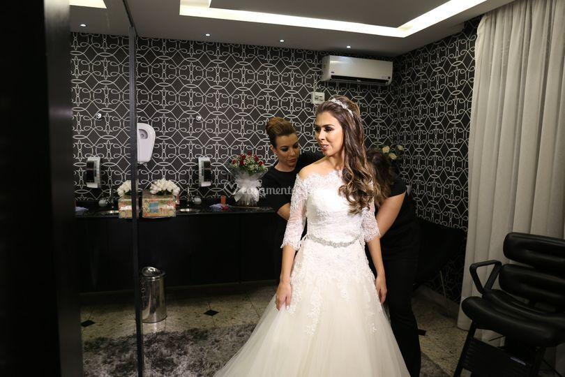 Auxilio para noiva se vestir
