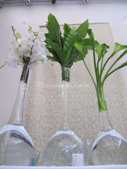 Buffet com orquídea e callas