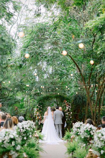 Cerimônia no bosque.