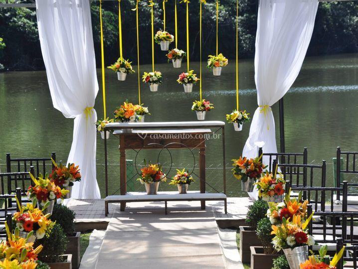 Altar ao lado do lago