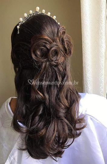 Penteado estilo romântico.