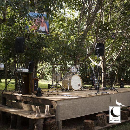 Montagem de palco para banda