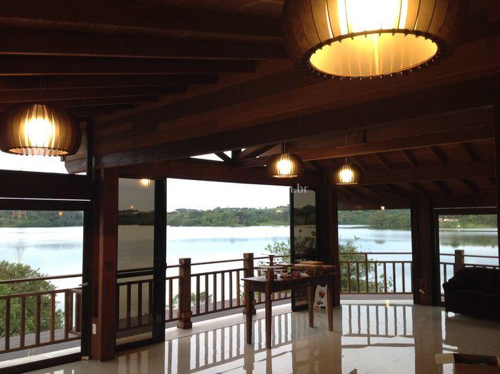 Vista para lago capela fechada