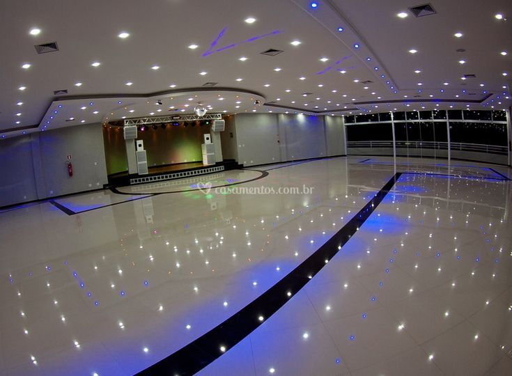 Amplo salão para festejar o seu casamento