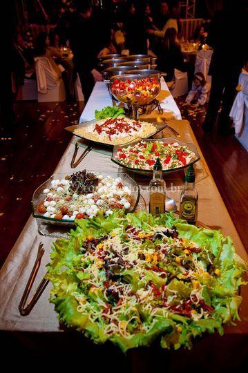 Saladas em buffet