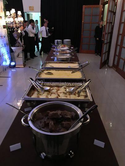Pratos quentes em buffet