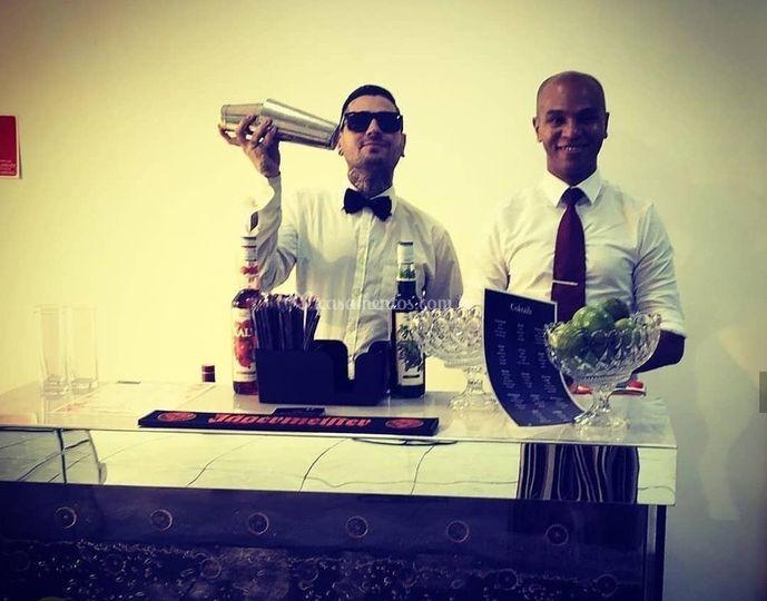 Barmans mixologistas e flair