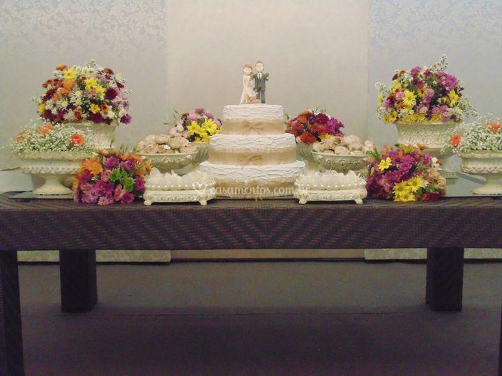Mesa vime para bolo locação