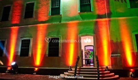 Iluminação cênica faxada