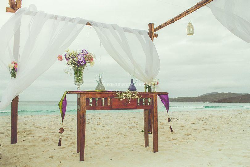 Gazebo para cerimônia na areia