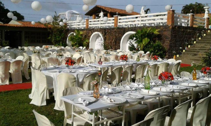 Mesa dos noivos e padrinhos.
