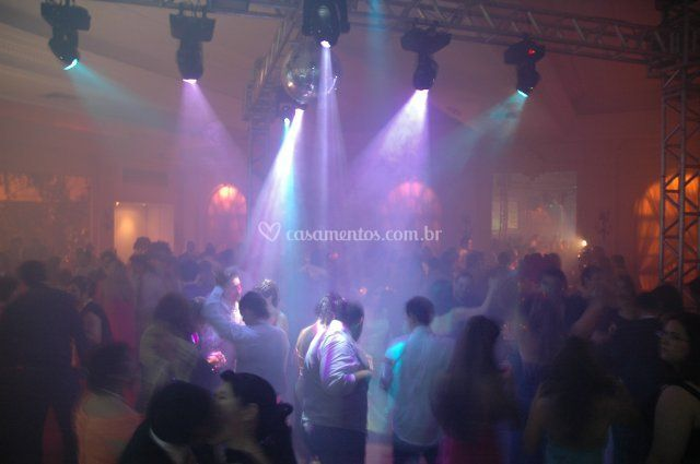 Som e iluminação para a festa