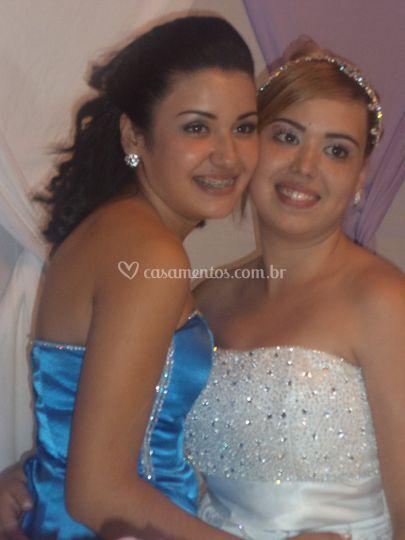 Linda noiva e sua irmã