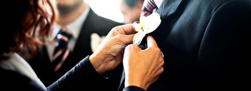 Preparando o noivo.