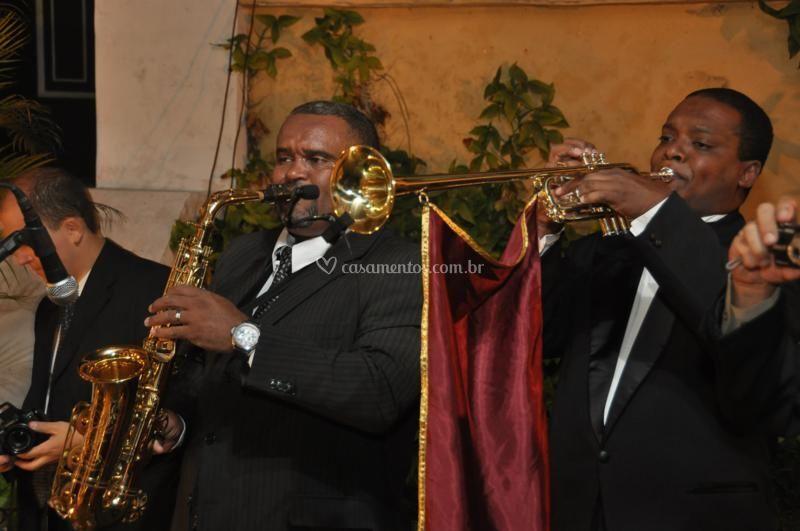 Trompte triunfa e Sax tocando