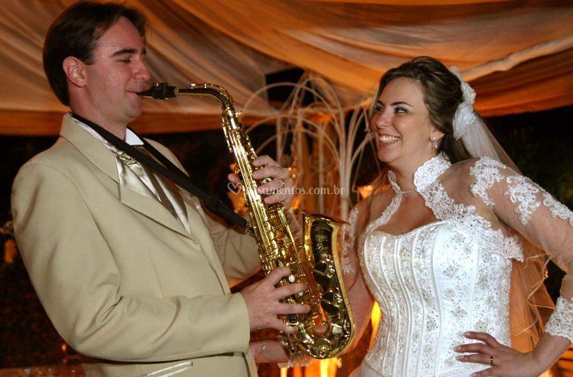 Noivo viou saxofonista