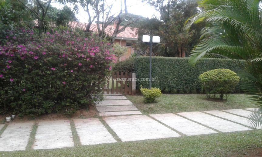 Jardim em frente da igreja