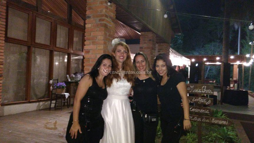 Noiva e Assessoras