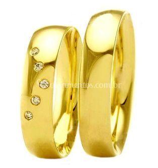 Aliança em ouro com cinco brilhantes