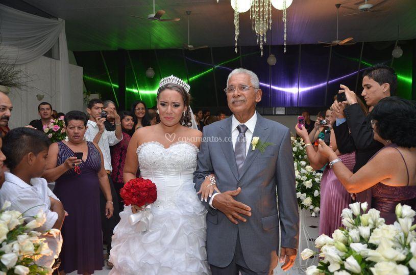 Emtrada da noiva e seu pai