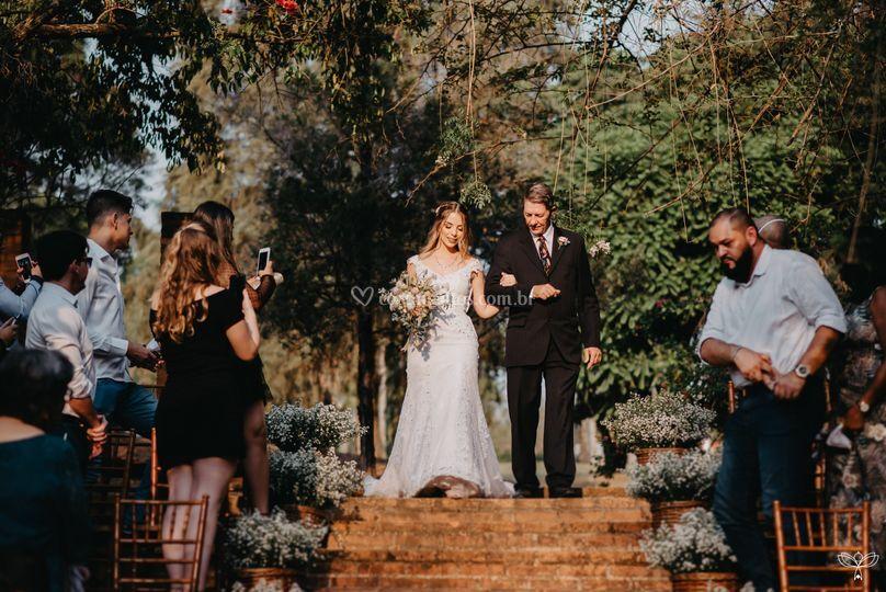 Escadaria casamento no lago