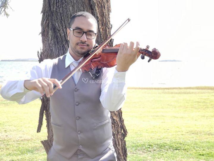 Violinista Lucas Vitorino