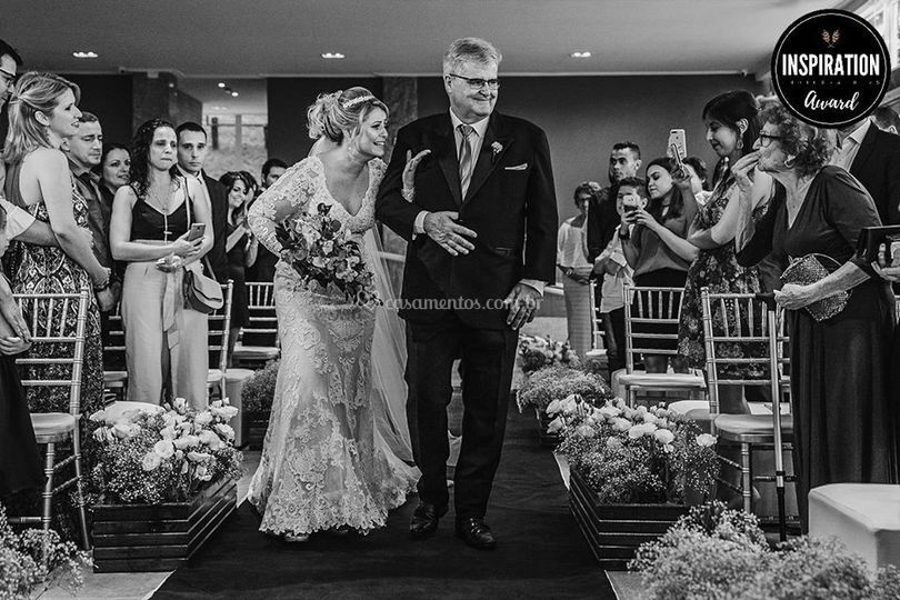 Noiva entrando na cerimônia