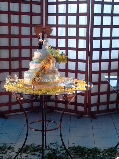 Decoração amarela de bolo arti
