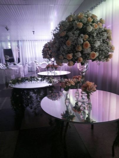 Mesas espelhadas de Espassos Sal�o de Festas e Buffet
