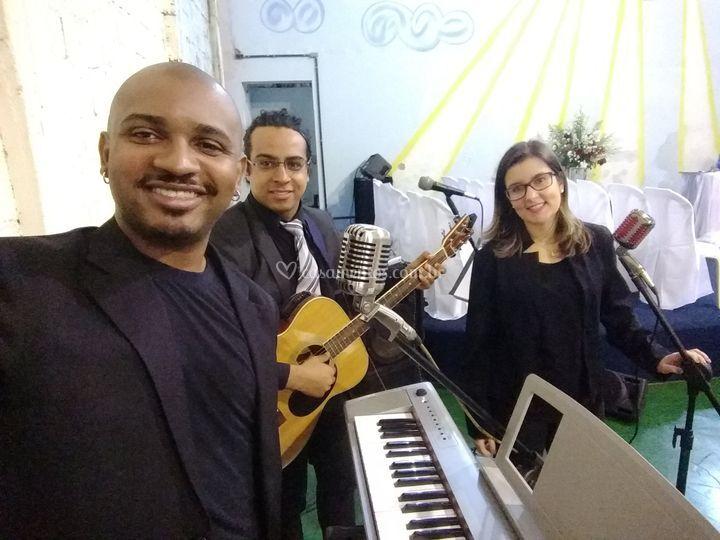 Três vozes violão e teclado